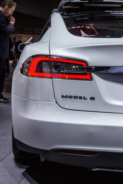 tesla-model-s-p85d-2015-taillight