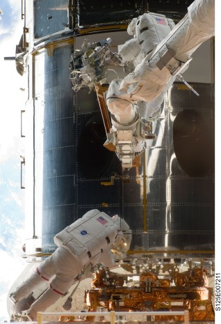 astronauts repairing the Hubble telescope